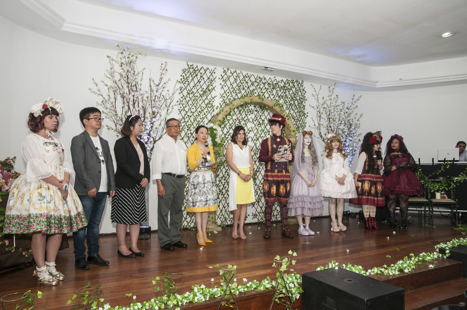 Professores de universidades japonesas, Shiraishi e Matsuda, Noriyuki e Cristiane Sato, professora Patrícia Borges e os organizadores do 5º Meeting Nacional